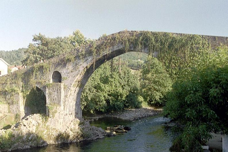 _____________________Roman_bridge_near_Covadonga_Spain.JPG